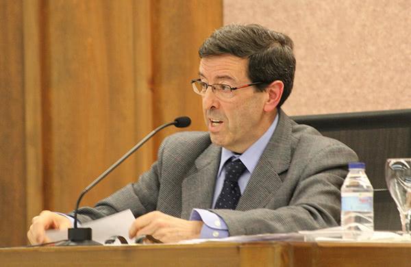 L'historiador i pedagog Josep Masabeu és l'autor del llibre.