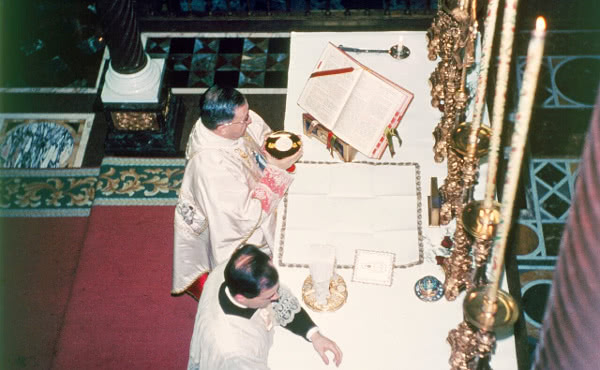Saint Josemaría celebrating Mass in Our Lady of Peace in Rome, on 9 January 1968.