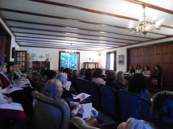 Mesa redonda com Teresa Tomé Ribeiro, Manuela Gomes e Rita Lobo Xavier, com moderação de Isabel Teixeira da Mota