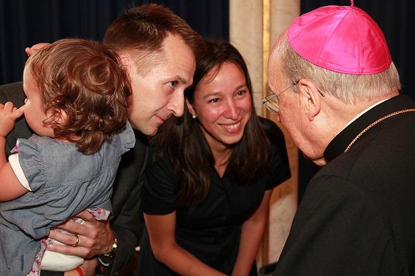 O Prelado do Opus Dei com uma família alemã
