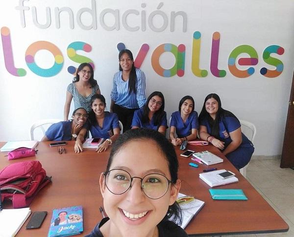 Parte del equipo de practicantes de la Fundación.