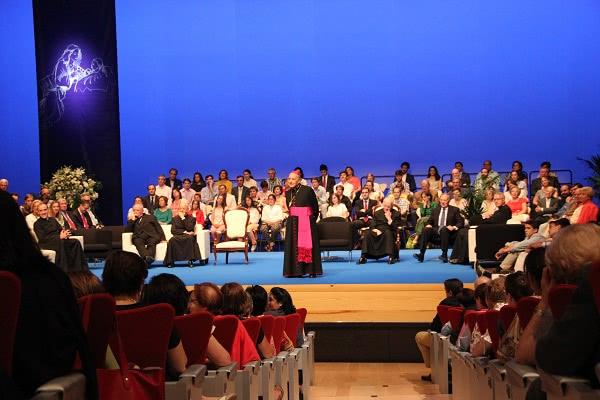 El Prelado del Opus Dei recordó varias anécdotas de la estancia de San Josemaría en Burgos.