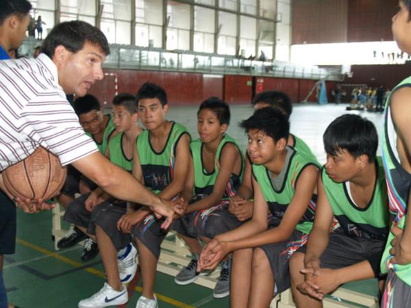 El deporte, con gente de varios países, mezclados, ayuda a la integración.