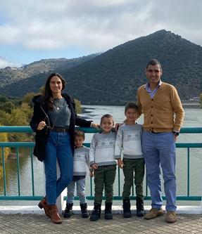 Com a Maria e os meus três filhos num passeio no Douro