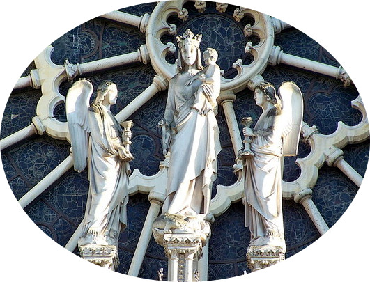 Statue de Notre Dame, façade de la cathédrale de Paris (XIIIe siècle).