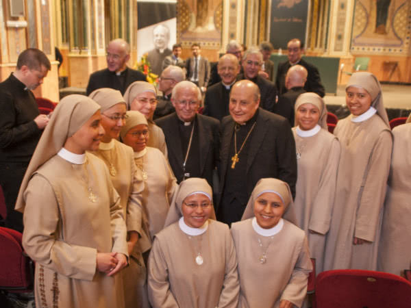 With sisters of the Daughters of Holy Mary of the Sacred Heart of Jesus, whose foundress was very grateful to Blessed Alvaro del Portillo for the help he provided her.