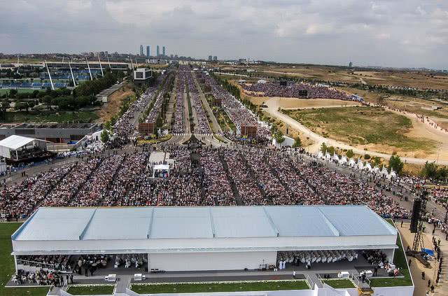Álvaro del Portillon autuaaksijulistamiseen osallistui n. 300 000 ihmistä.