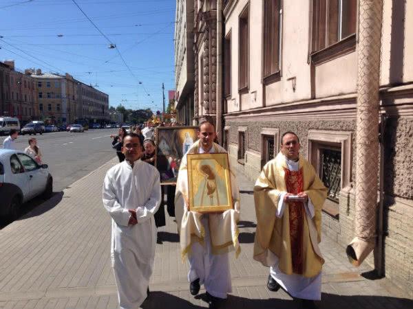 Jaime por las calles de una ciudad de Rusia.