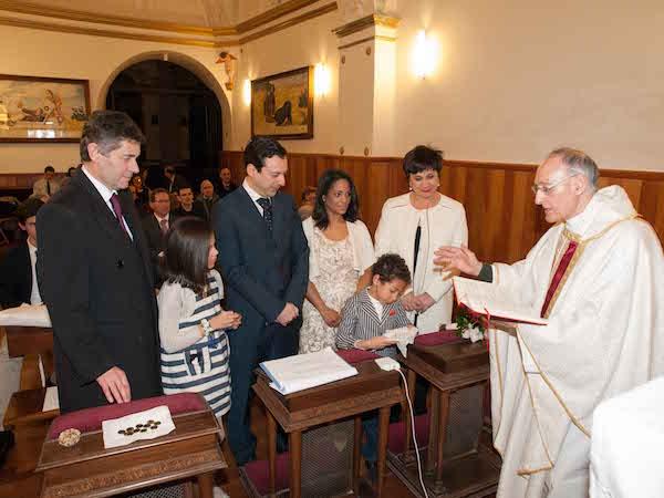 Los recién casados, en otro momento de la ceremonia