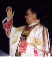Sa bénédiction finale de la messe