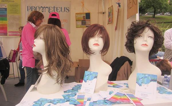 Algunas de las pelucas ofrecidas por la Fundación Prometeo y el Campus Bio-Medico (Roma).