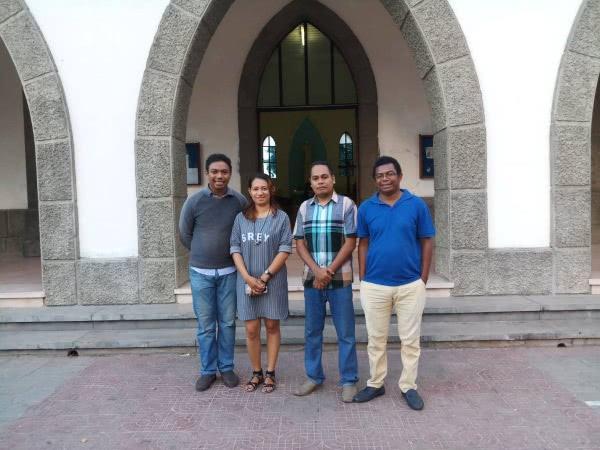 Alguns dos participantes na Cerimónia na Missa de S. Josemaria em Timor.