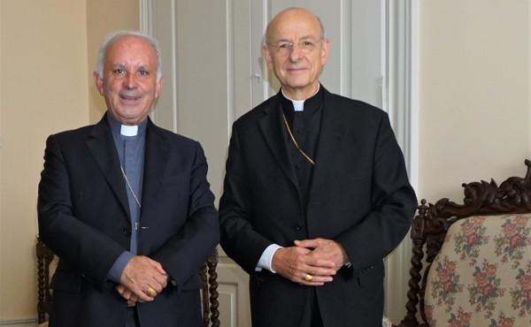 O Prelado com D. António Francisco dos Santos, bispo de Porto.