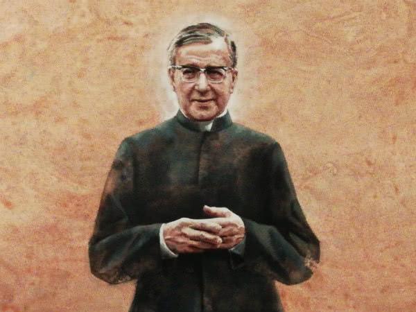 El cuadro representa a san Josemaría de pie, con sotana. Mide 250 cm. de alto por 146 cm. de ancho.