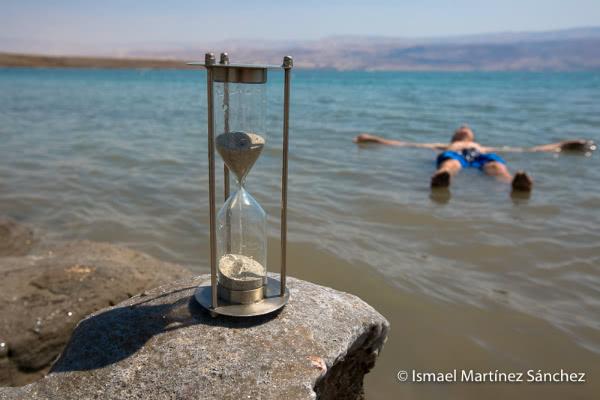 El sentido de la vida y la muerte en el tiempo (Mar Muerto, Israel).