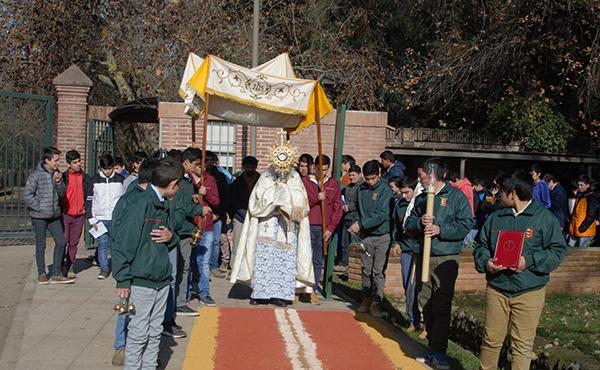 Escuela Agrícola Las Garzas durante la procesión del Corpus Christi.
