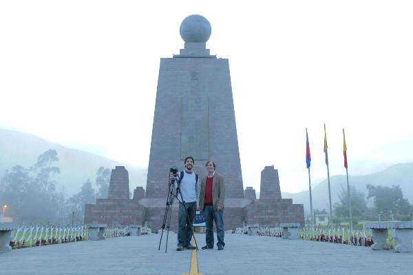 El director y su equipo en Quito.