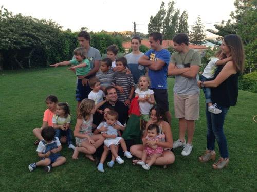 O Pe. Miguel com alguns dos sobrinhos em Lisboa