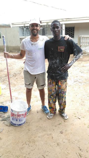 Tiago Fino com o mestre de obras da casa paroquial que estávamos a recuperar.