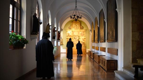 Este monasterio benedictino del siglo IX alberga en la actualidad a una comunidad de 21 monjes