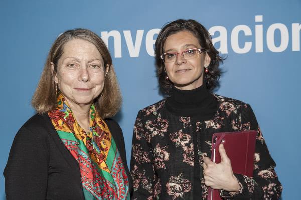 La decana de la Facultad de Comunicación de la Universidad de Navarra, Mónica Herrero, con Jill Abramson