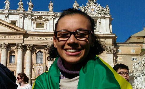 Tamires na praça de São Pedro, em Roma