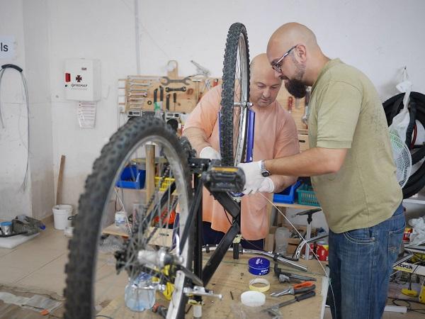 Angels by bike tiene una página en Facebook donde solicita ayuda e informa del destino de las bicicletas reparadas.