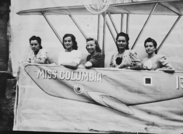 Laura Busca (segunda por la izquierda).