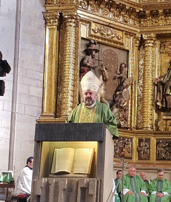 El obispo riojano pidió que al acudir a la intercesión del fundador del Opus Dei, se pidiera por las vocaciones sacerdotales