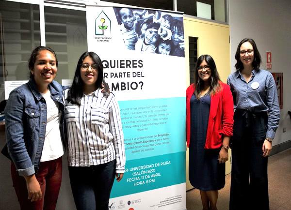 Dani, Mafer, Laura y Arantza el día de la presentación del proyecto en Udep