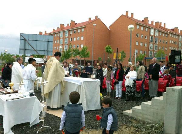 Durante un año y medio la Misa de doce de todos los domingos era una realidad constante al aire libre.