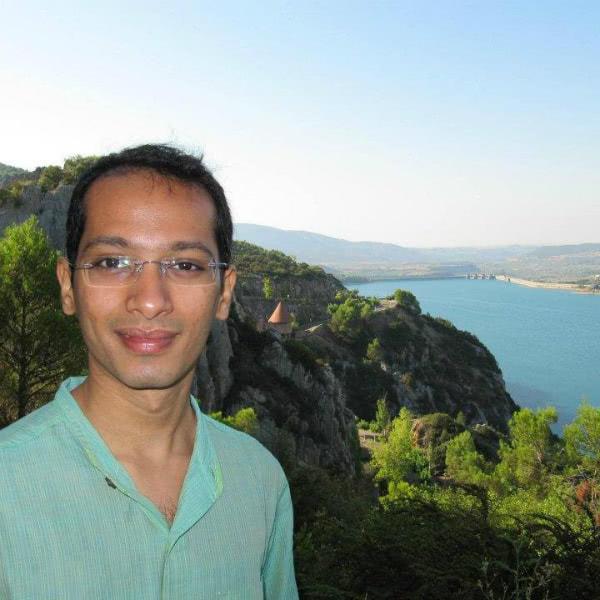 Nicholas Patankar, cooperador del Opus Dei, trabaja como analista financiero en Mumbai (India).