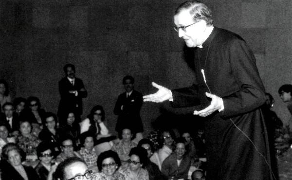 25 mayo de 1974, tertulia en el Centro de Estudos Universitários do Sumaré (Brasil).