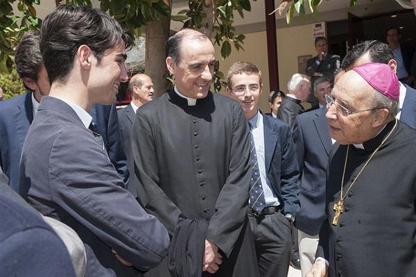 Mons. Echevarría, durante su reciente estancia en Valencia.