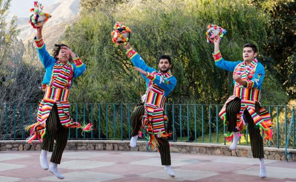 Nicolas, Jorge et Joaquin dansent le Tinku