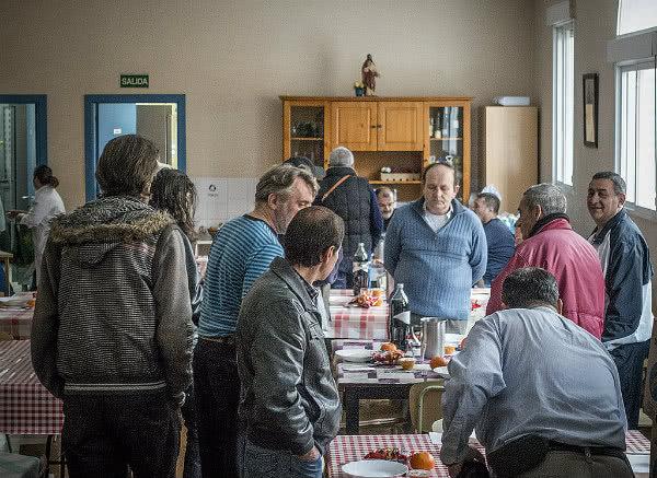 Cada día el comedor social de San José ofrece trescientas comidas a vecinos de Puente de Vallecas.