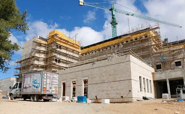 De bouw van Saxom vordert gestaag (foto: Saxum.org, januari 2016)