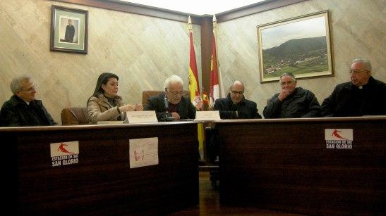 O prefeito de Boca de Huérgano, Tomás Sierra, convidou a todos os participantes para a projeção do documentário sobre Dora del Hoyo.