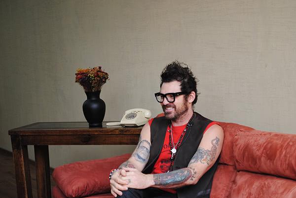 «Mi conversión comenzó el día en que me hice amigo de un católico, guitarrista también».