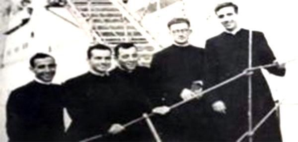 El padre Frutos (a la izquierda) y los cuatro sacerdotes que llegaron a Yauyos en 1957.