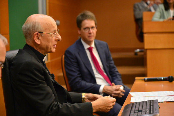 The prelate of Opus Dei met with representatives from the 16 Business Schools associated with IESE.