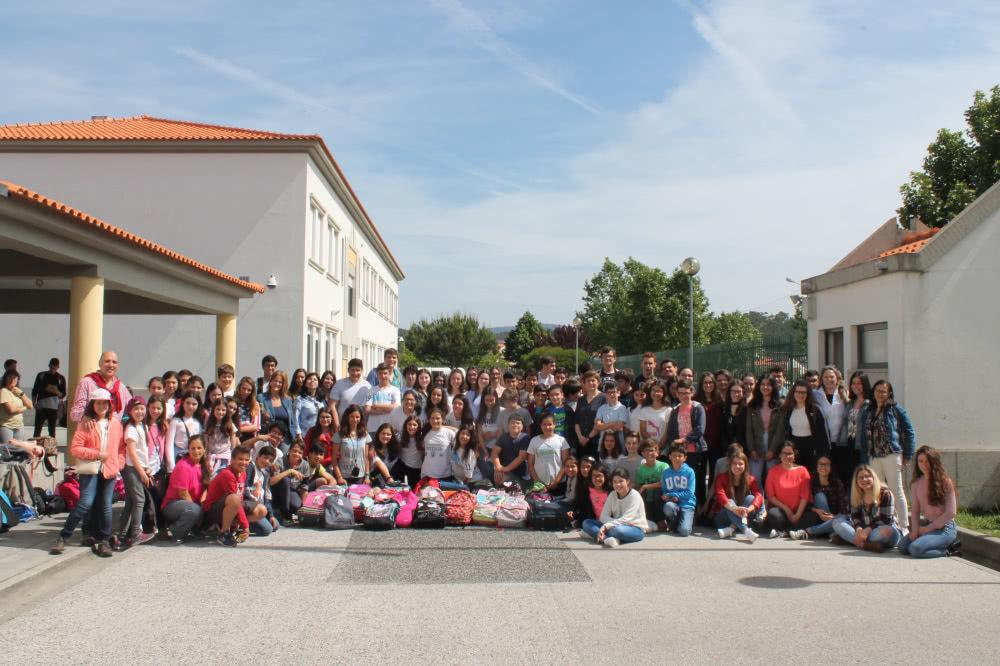 """A campanha """"Mochilas Solidárias"""" recolheu mais de 2000 mochilas em mais de 100 escolas em todo o país."""