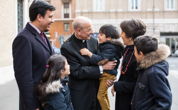 The Prelate with a roman family. (Photograph: Ismael Martínez Sánchez)