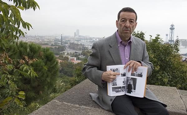 Se conserva una foto del 13 de abril de 1943 de san Josemaría desde el mirador de Miramar, en Montjuïc, con la estatua de Colón al fondo.
