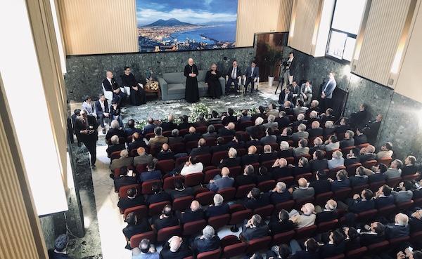 En una tertulia celebrada en la residenza Monterone.