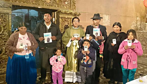 Asistentes a la misa de san Josemaría en Pomata (Juli)