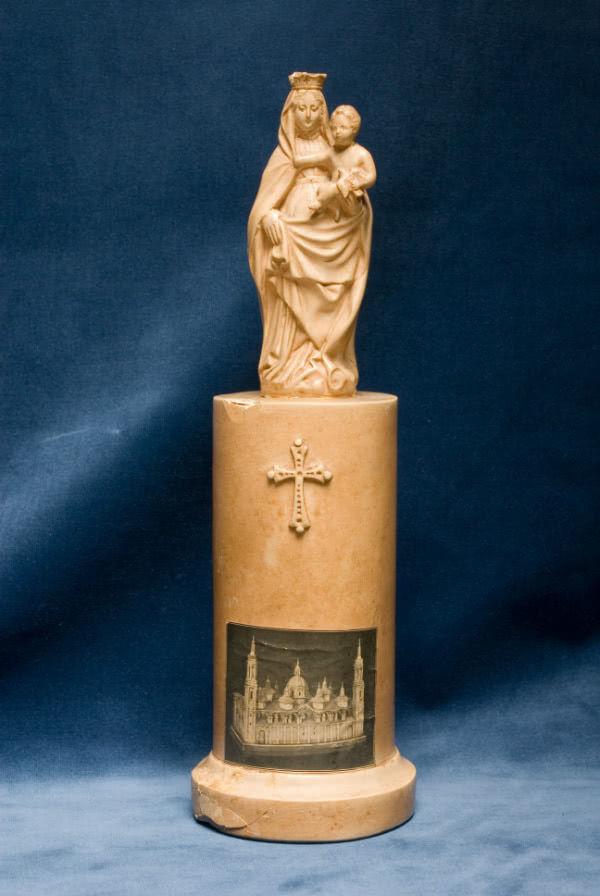 Actualmente, esta pequeña estatua de la Virgen se encuentra en la sede central del Opus Dei en Roma.