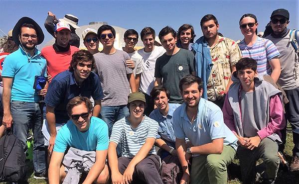 Ignacio Stevenson vivió emocionantes momentos junto a un grupo de jóvenes.