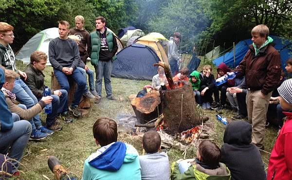Bei einem Glaubenszeugnis am Waldrand der Dornburg Foto: RK