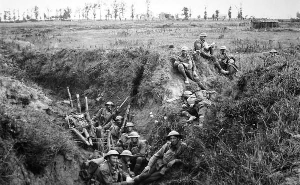 Uma imagem da batalha de trincheiras na 1ª Guerra Mundial.